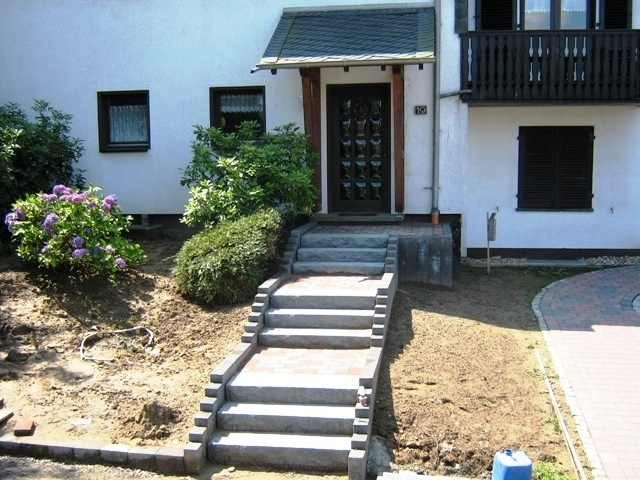 Herstellung_einer_Treppenanlage_im_Zuge_einer_Gartenneugestaltung_in_Gummersbach
