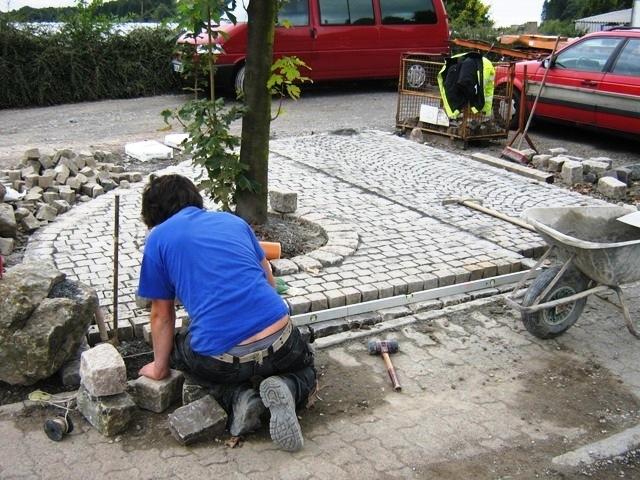 Natursteinpflasterflaeche_bei_der_Herstellung_von_Parkflaechen_in_Lindlar