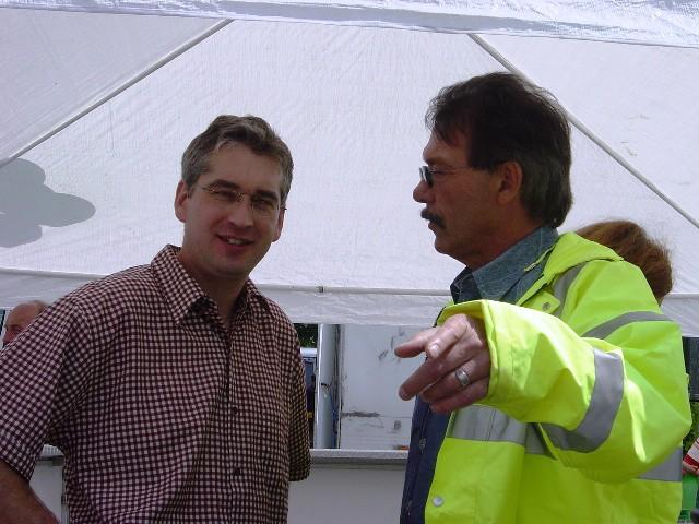 Harald Stommel bei der Eröffnungsfeier für den Betrieb Kanalreinigung und der Erweiterung für die Halle auf dem Betriebsgelände in Lindlar
